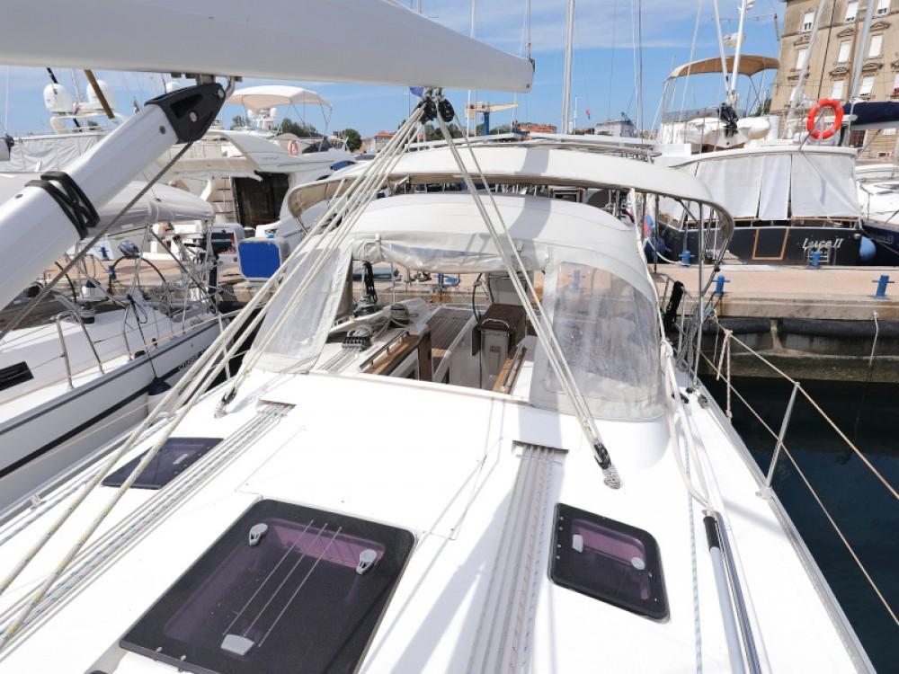 Boat rental Bavaria Bavaria 36 Cruiser in Marina Zadar on Samboat