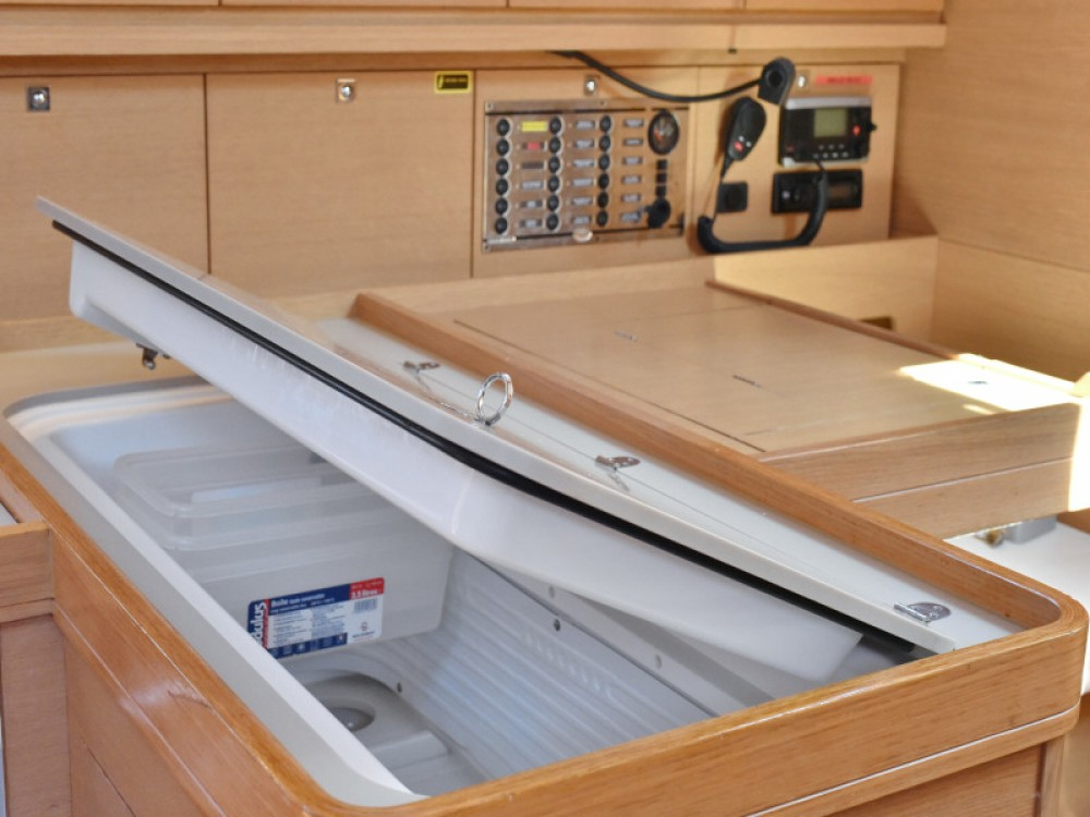 Sailboat for rent Zara at the best price