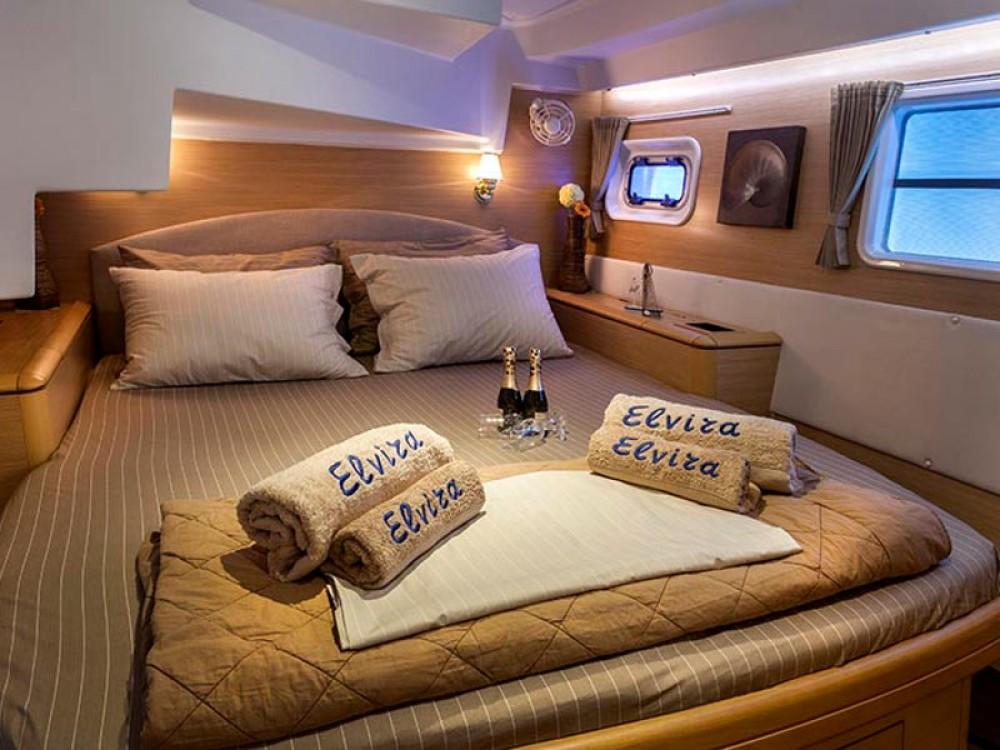 Rental Catamaran in Álimos - Lagoon Lagoon 500