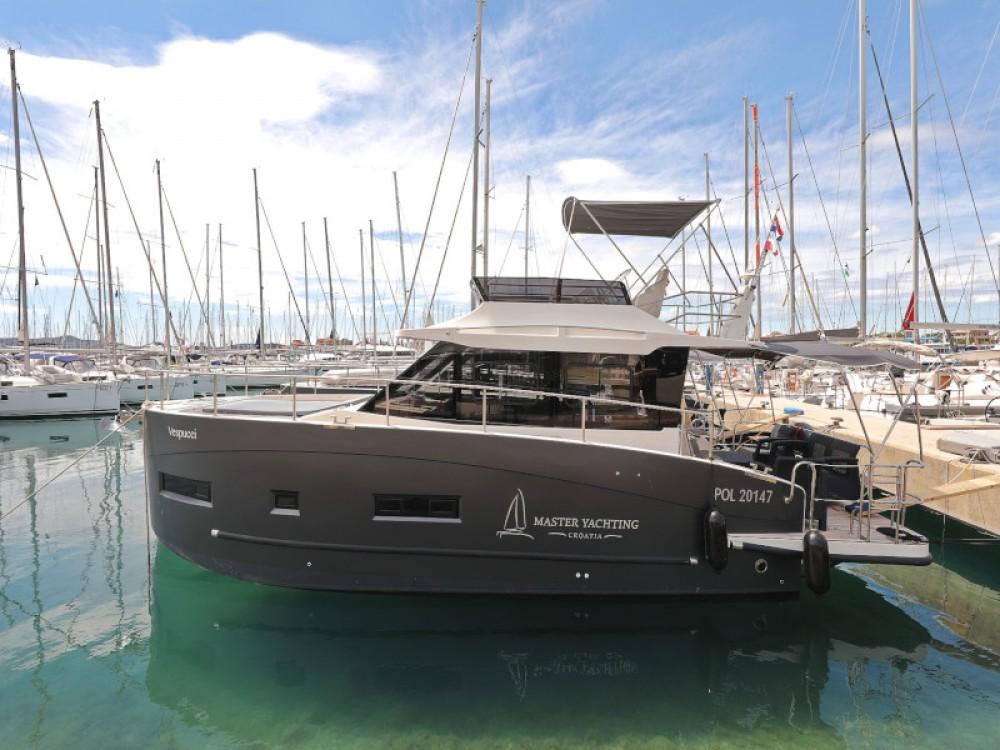 Rental Motor boat in Sukošan - Cobra Futura 40 Grand Horizon