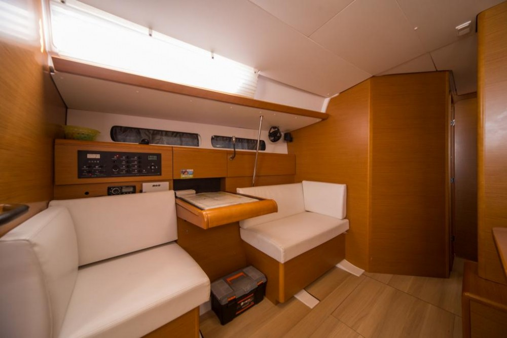 Hire Sailboat with or without skipper Jeanneau Traù