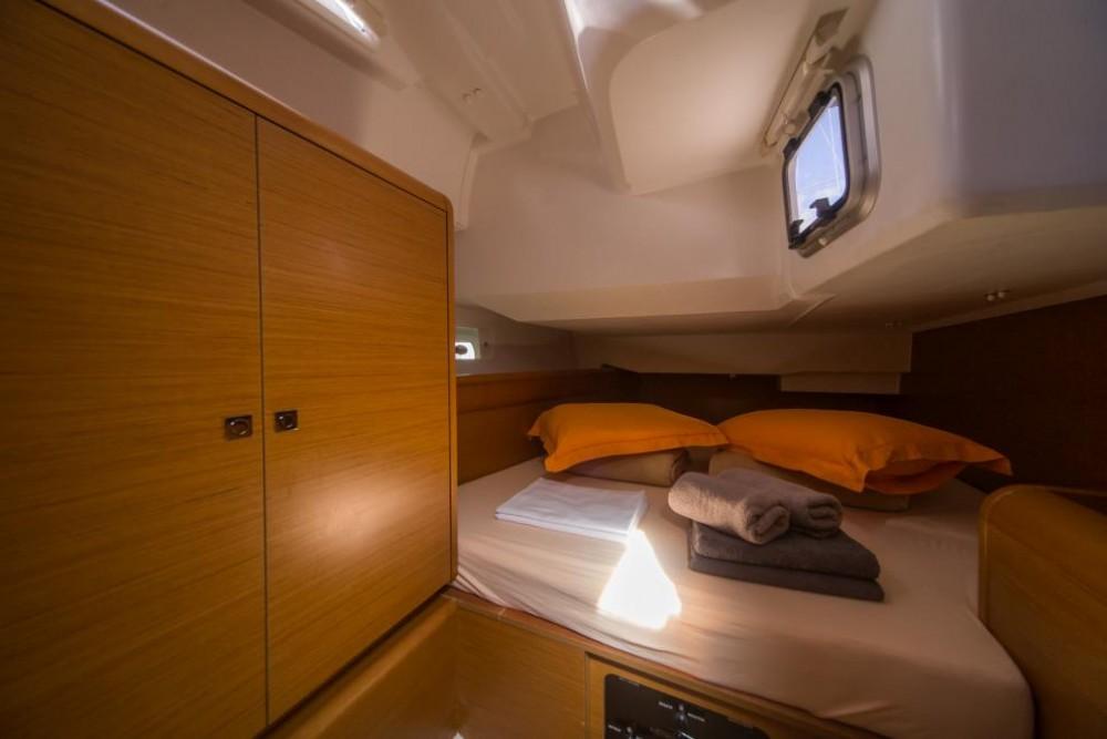 Rental Sailboat in Traù - Jeanneau Sun Odyssey 449