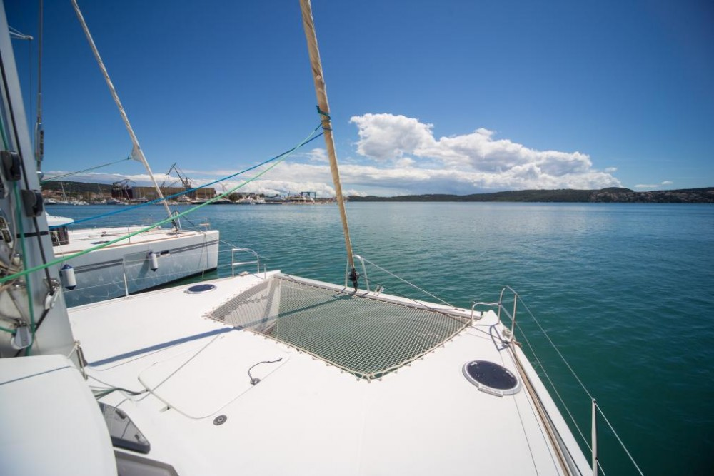 Hire Catamaran with or without skipper Fountaine Pajot Traù