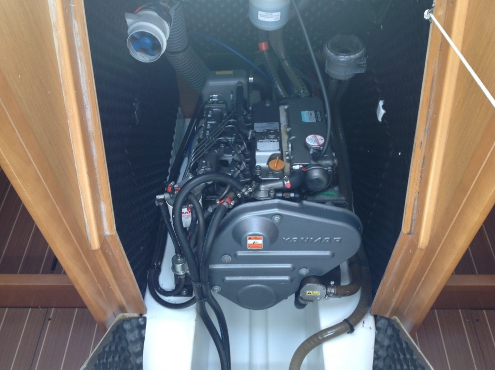 Jeanneau Sun Odyssey 42i between personal and professional