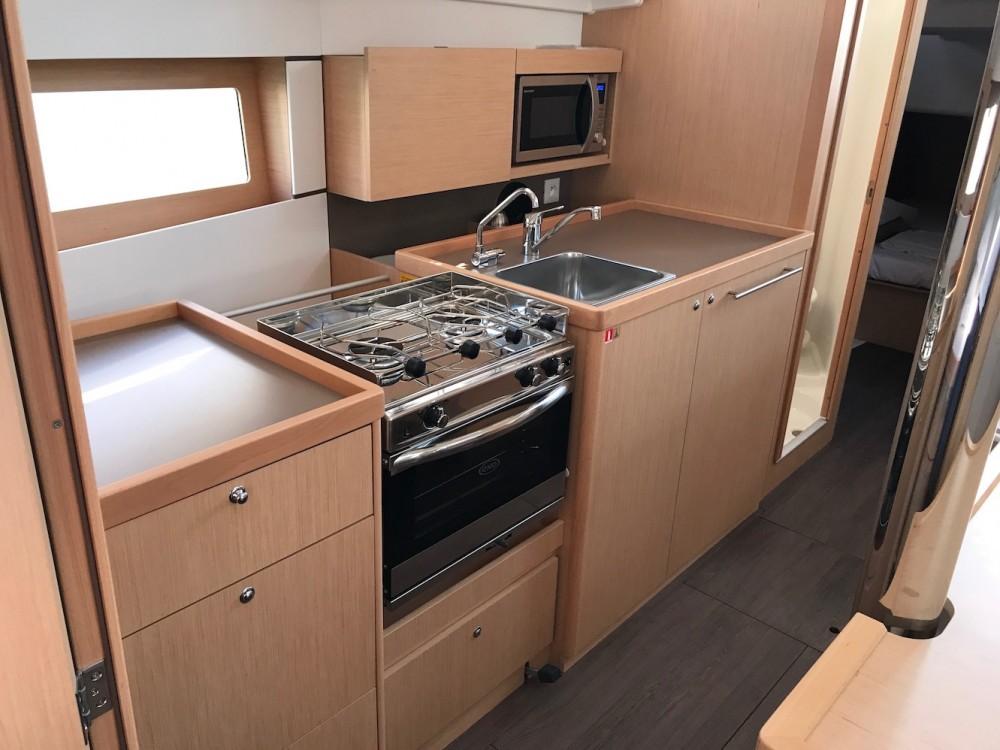 Rental yacht Rosignano Marittimo - Bénéteau Oceanis 38.1 on SamBoat