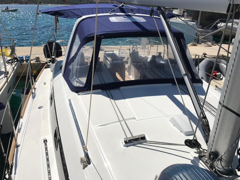 Boat rental Bénéteau Oceanis 38.1 in Rosignano Marittimo on Samboat