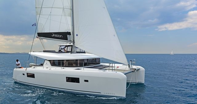 Catamaran for rent Λαύριο at the best price