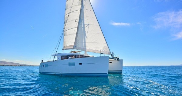 Hire Catamaran with or without skipper Lagoon Λαύριο