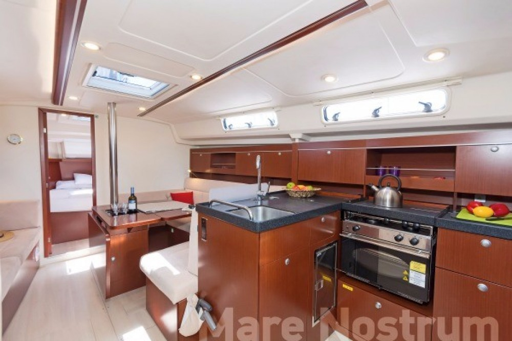 Hanse 385 between personal and professional Volos