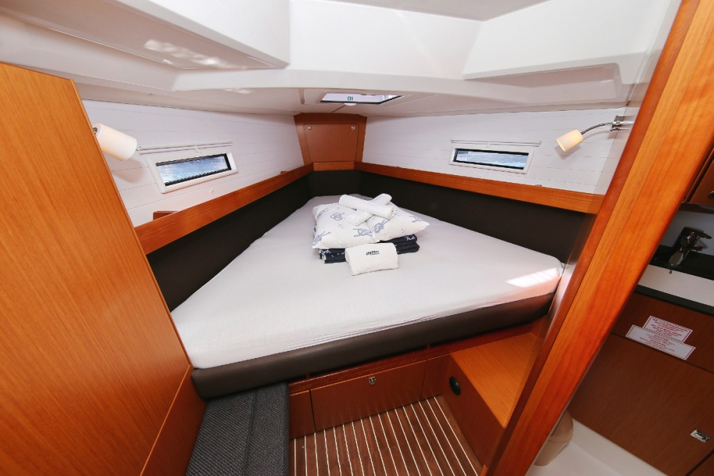 Rent a Bavaria Cruiser 41 S