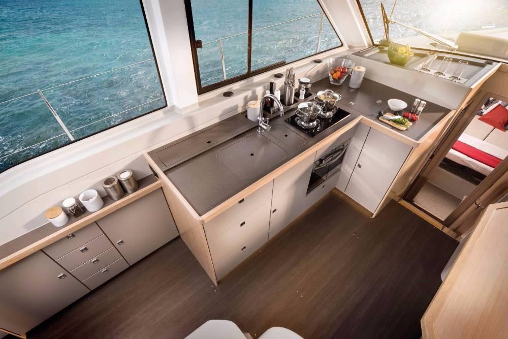 Rental Motor boat in  - Bavaria E40 Fly