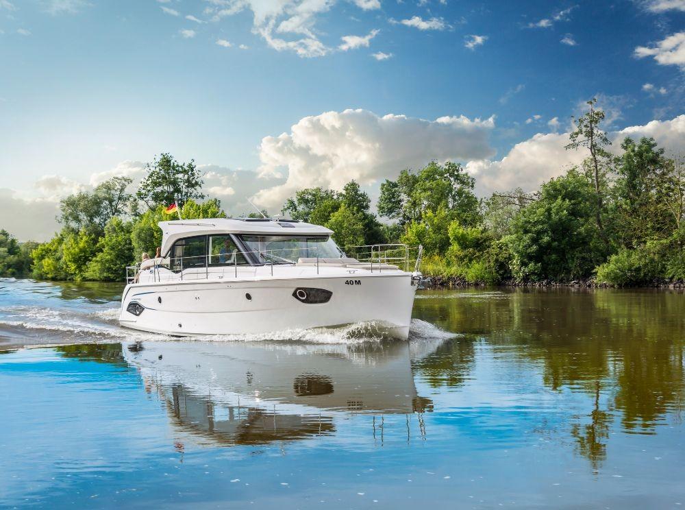 Rental Motor boat in Croatia - Bavaria E40 Sedan
