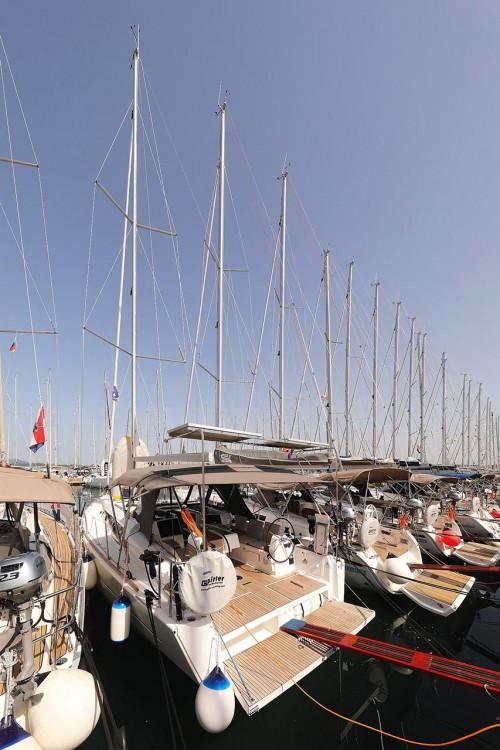 Boat rental Dufour Dufour 382 GL in Croatia on Samboat