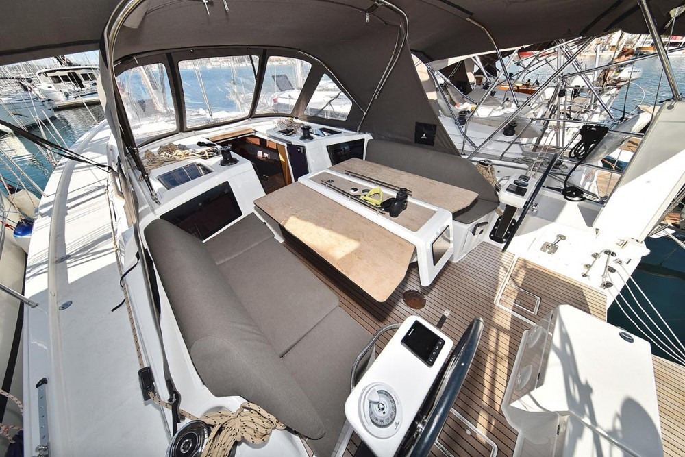 Dufour Dufour 390 GL between personal and professional
