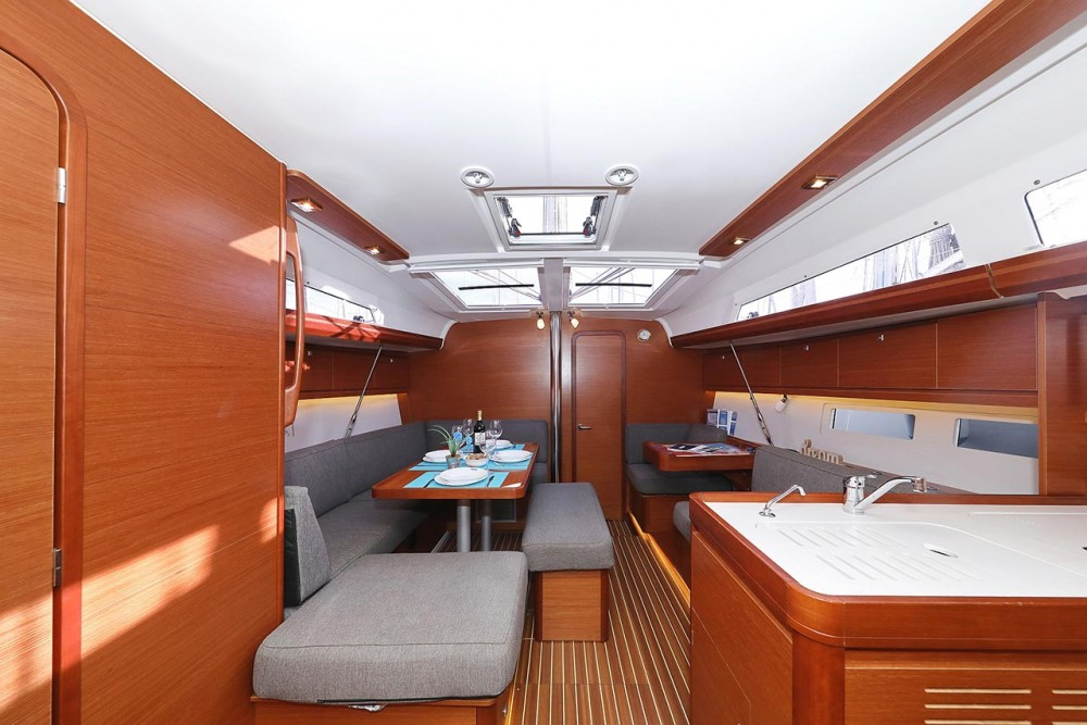 Dufour Dufour 412 GL between personal and professional