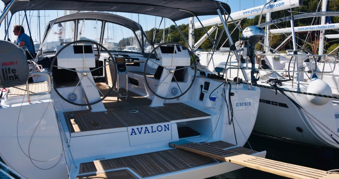 Sailboat for rent Milna at the best price