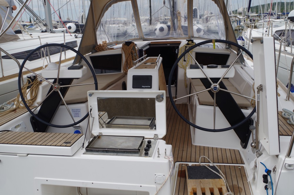 Hire Sailboat with or without skipper Dufour Sukošan