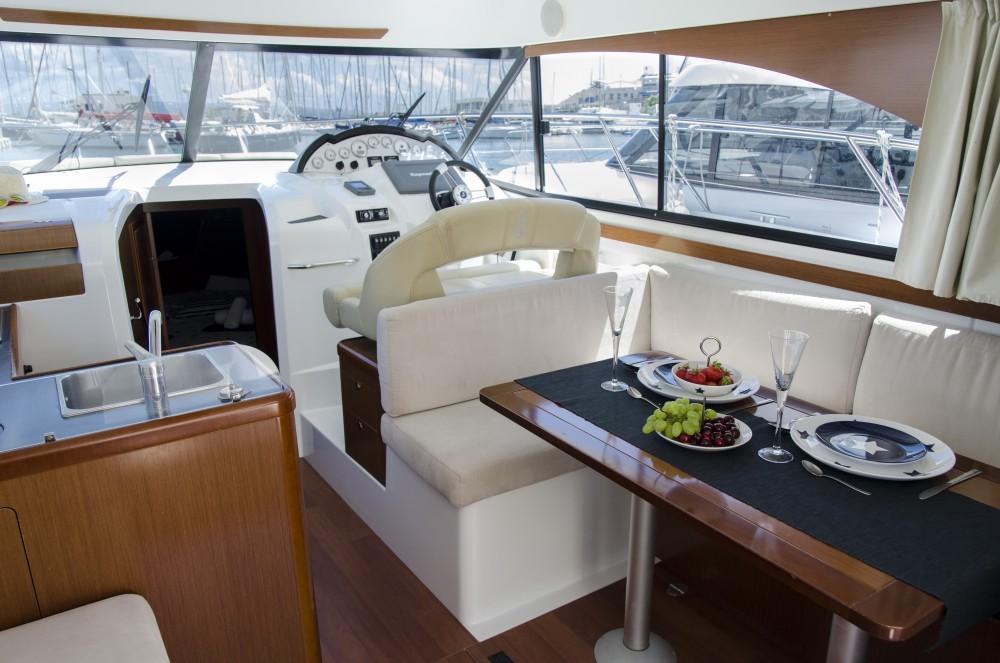 Rental Motor boat Bénéteau with a permit