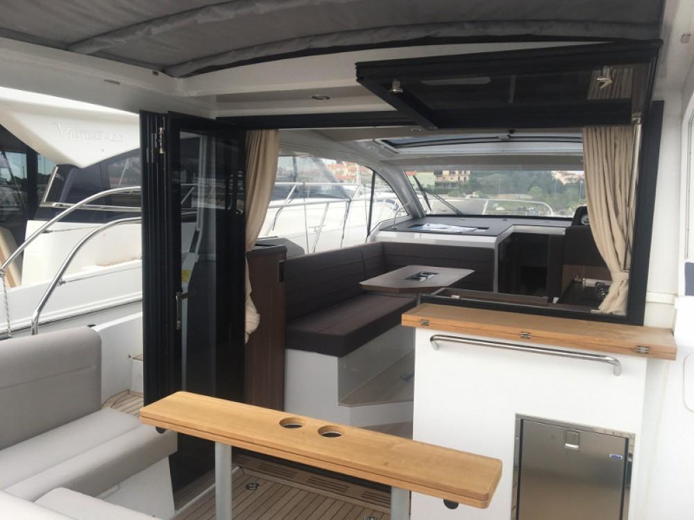 Rental Motor boat in Pula - Sealine Sealine C330