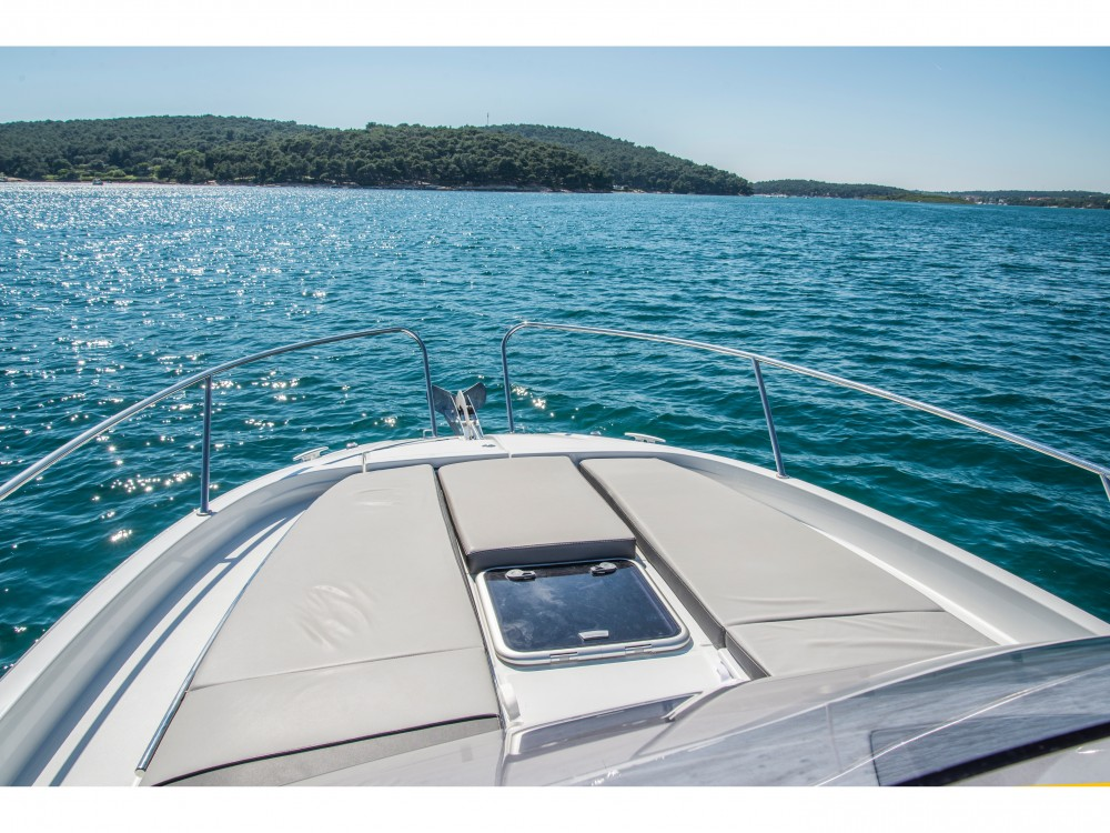 Rental Motor boat in Pula - Jeanneau Jeanneau Cap Camarat 9.0 WA