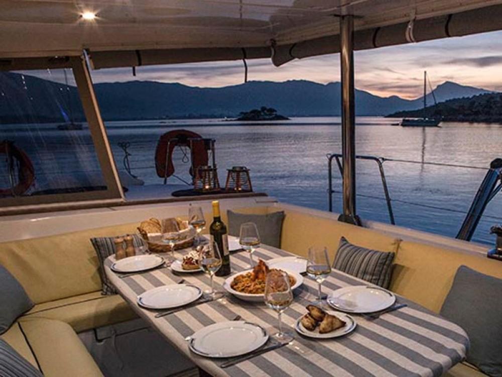 Boat rental Álimos cheap Lagoon 500