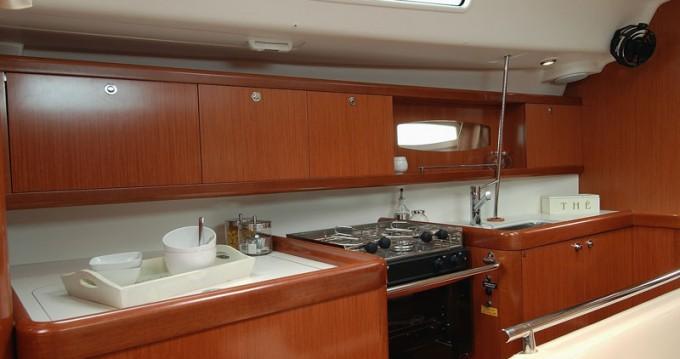 Boat rental Athens cheap Oceanis 43