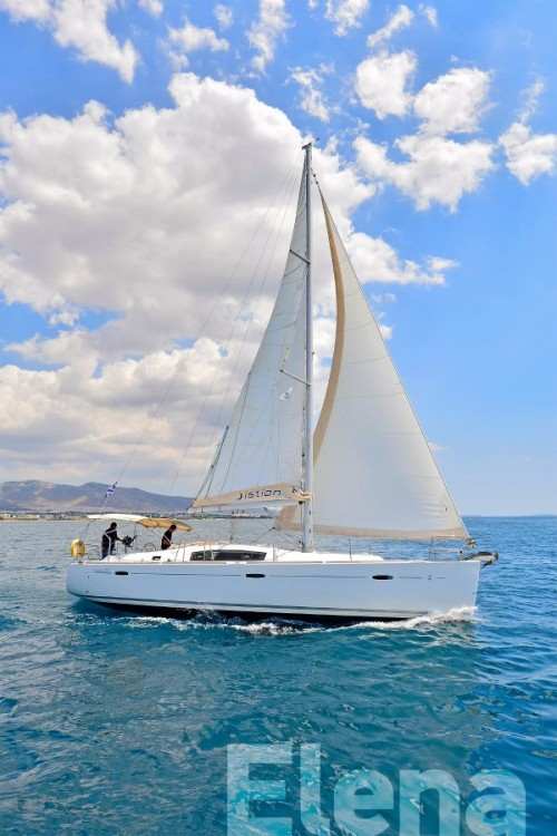 Bénéteau Oceanis 43 between personal and professional Athens