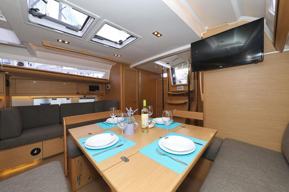 Dufour Dufour 520 Grand Large between personal and professional