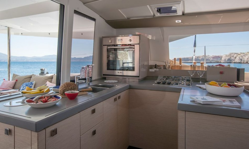 Rental yacht  - Fountaine Pajot Fountaine Pajot Astrea 42 - 3 + 1 cab. on SamBoat