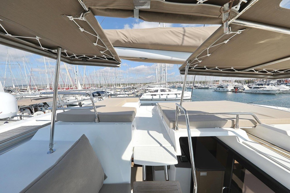 Boat rental  cheap Fountaine Pajot Saona 47 (Quintet) - 5 + 1 cab.