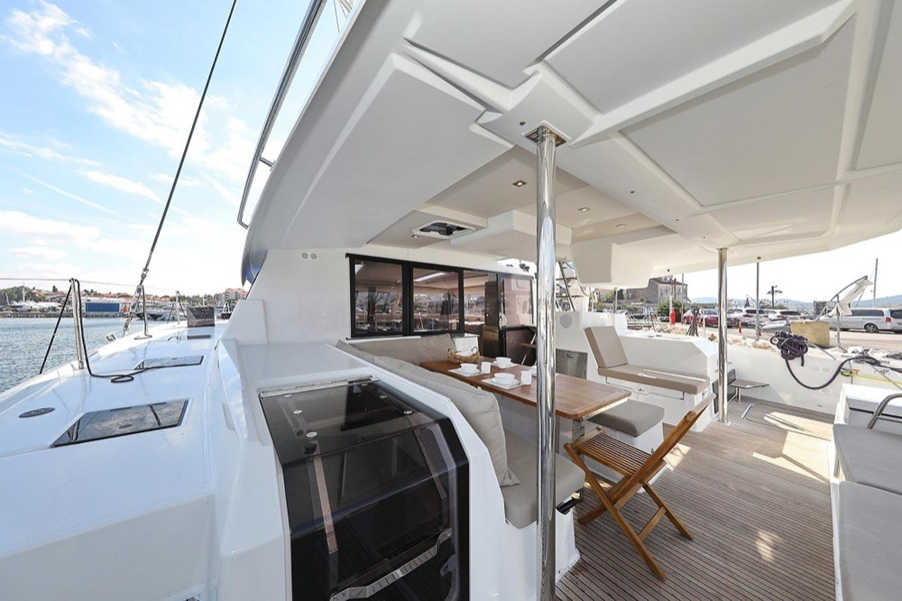 Boat rental Fountaine Pajot Fountaine Pajot Saona 47 (Quintet) - 5 + 1 cab. in  on Samboat