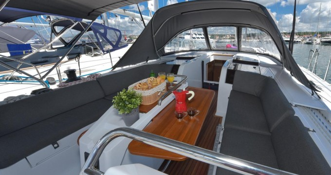 Boat rental Hanse Hanse 505 - 5 + 1 cab. in  on Samboat