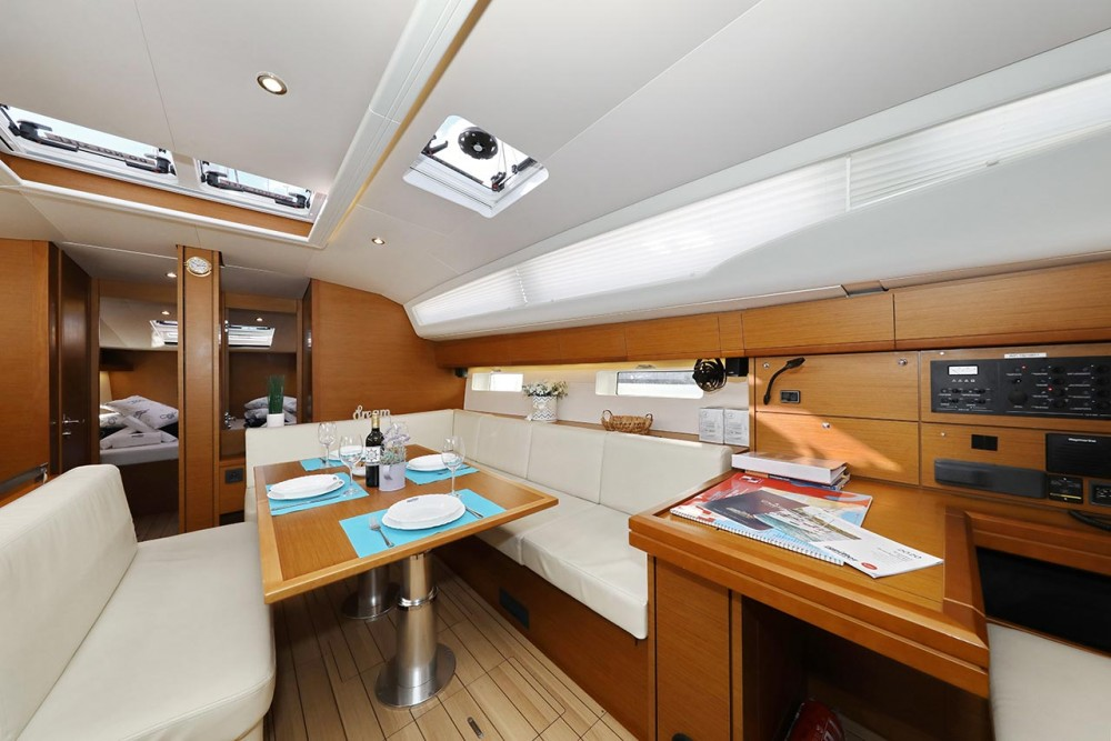 Boat rental Jeanneau Jeanneau 54 - 5 + 1 cab. in  on Samboat