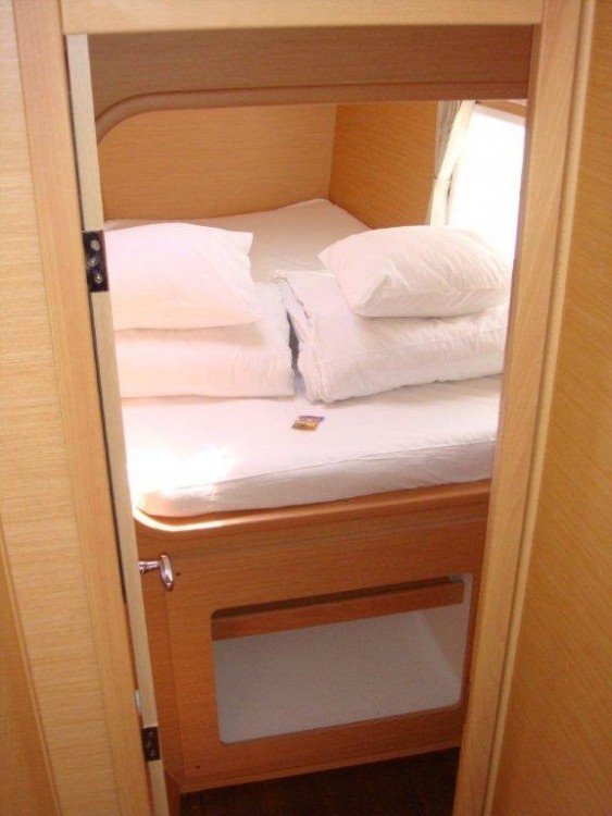 Catamaran for rent Vólos at the best price