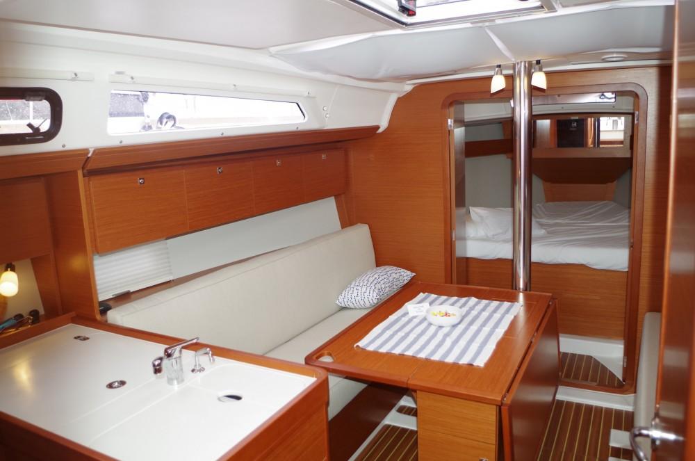 Boat rental Dufour Dufour 360 GL in Sukošan on Samboat