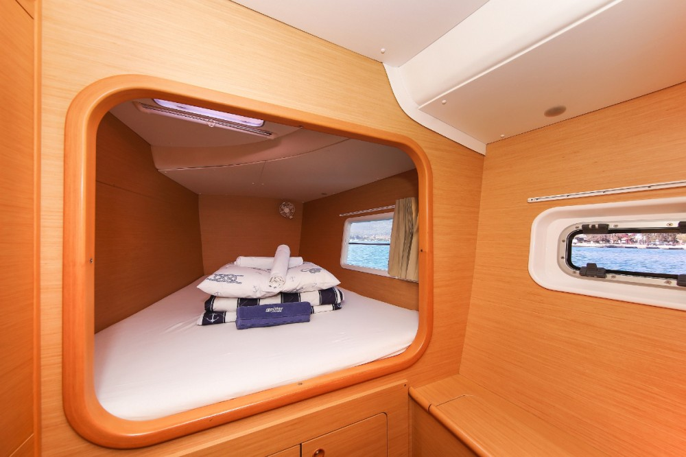 Rental yacht  - Lagoon Lagoon 380 S2 on SamBoat