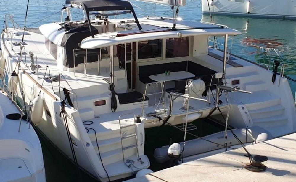 Boat rental Lagoon Lagoon 400 - 4 + 2 cab. in Trogir on Samboat