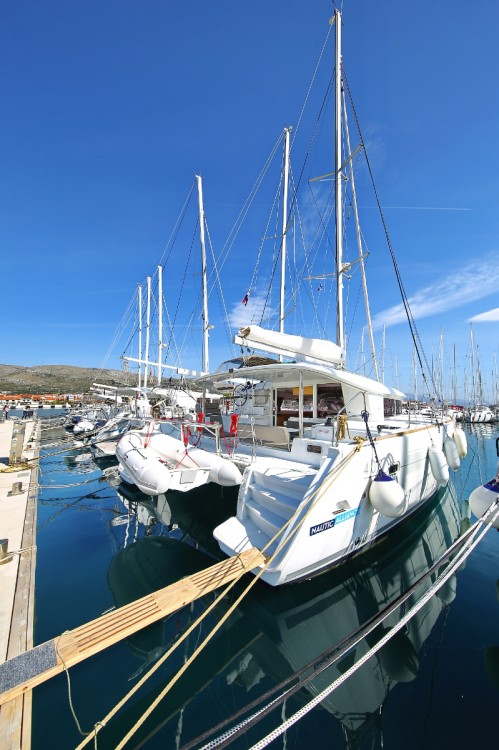 Boat rental Lagoon Lagoon 400 S2 in Trogir on Samboat