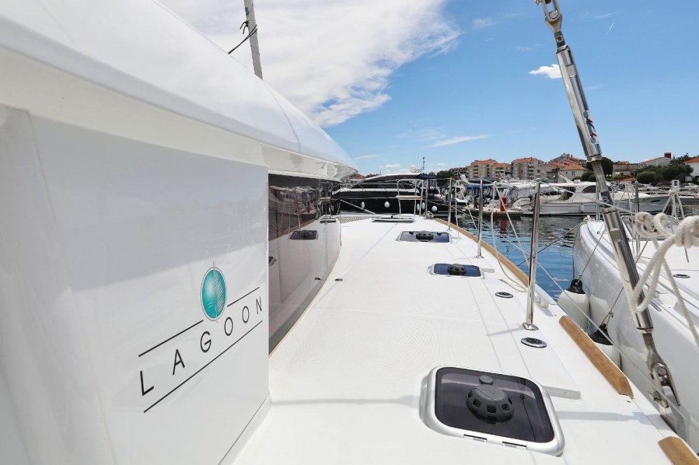 Lagoon Lagoon 400 S2 between personal and professional