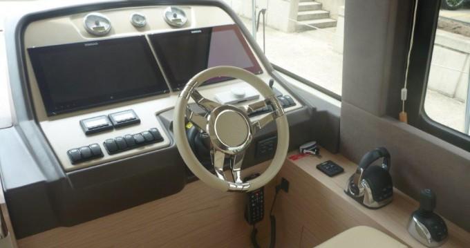 Rental Motorboat in  - Bénéteau Monte Carlo 5
