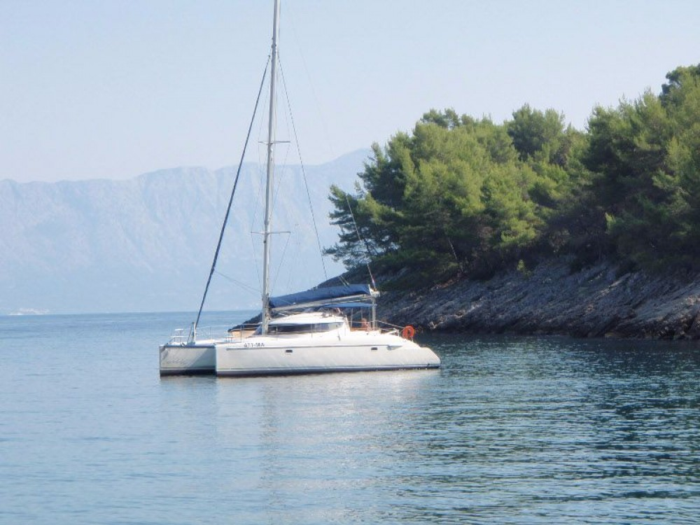 Rent a Fountaine Pajot Lavezzi 40 Grad Pula