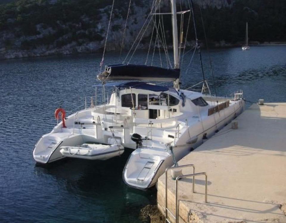 Boat rental Fountaine Pajot Lavezzi 40 in Grad Pula on Samboat
