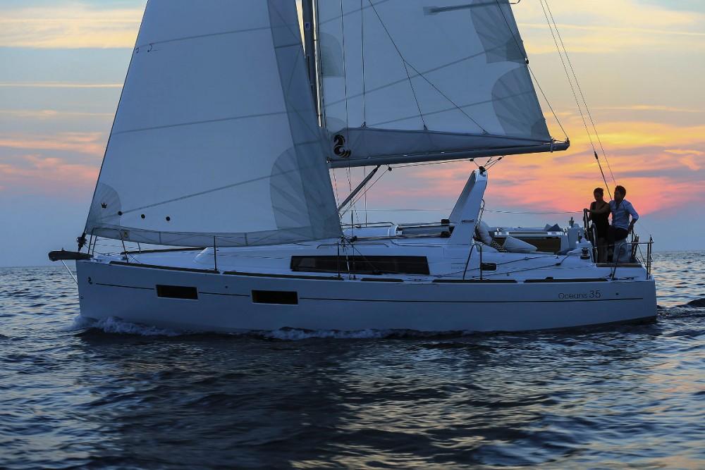 Boat rental Bénéteau Oceanis 35 in Kroatië on Samboat