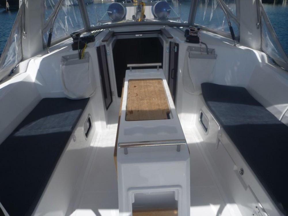Rental yacht Kroatië - Bénéteau Oceanis 35 on SamBoat