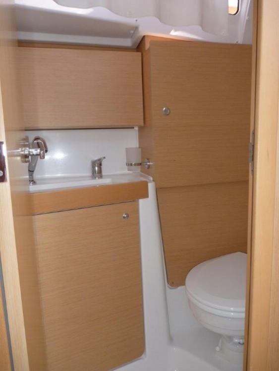 Rental Sailboat in Kroatië - Bénéteau Oceanis 35