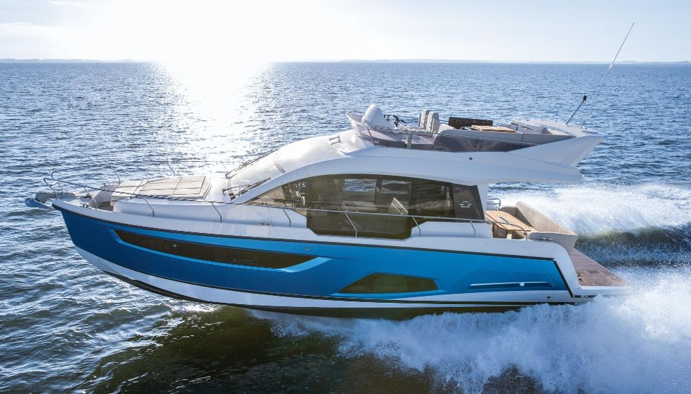 Hire Motor boat with or without skipper Sealine Pula