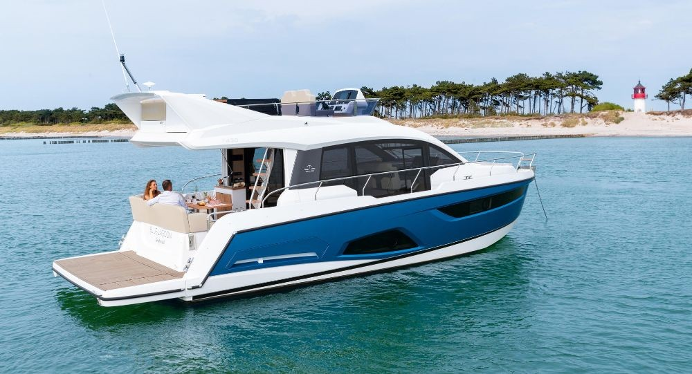 Rental yacht Pula - Sealine Sealine F430 on SamBoat
