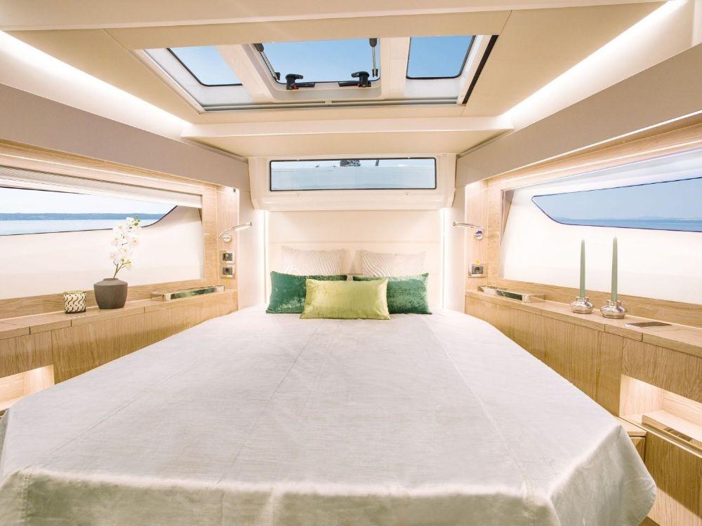 Rental yacht Croatia - Sealine Sealine C390 on SamBoat