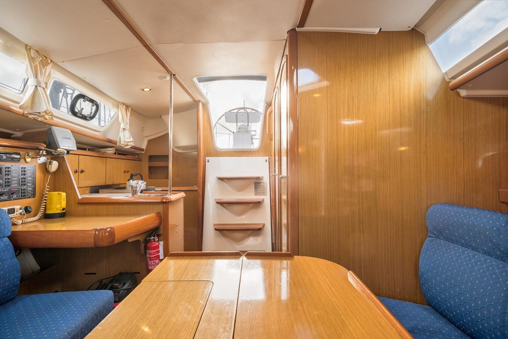 Jeanneau Sun Odyssey 32i between personal and professional Bois D'orange