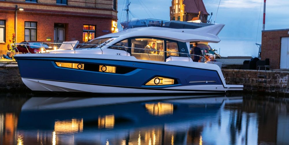 Rent a Sealine Sealine F430 Pula